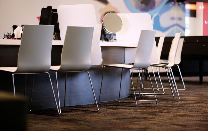 """Салоны продолжают работать, несмотря на запреты. Фото pixabay.com, """"Metro"""""""
