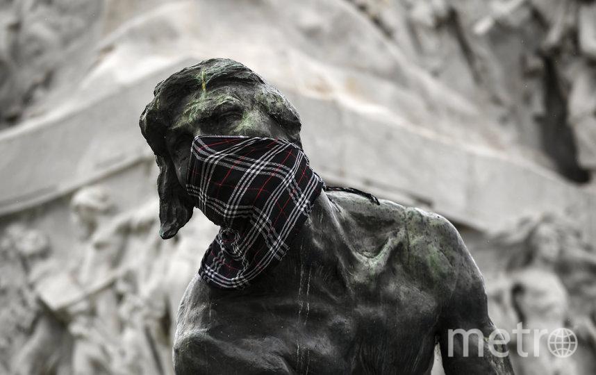 Буэнос-Айрес, Аргентина. С 15 апреля в городе обязательно ношение масок в общественных закрытых помещениях. Также жителям рекомендовано носить их и на открытых пространствах. Фото AFP