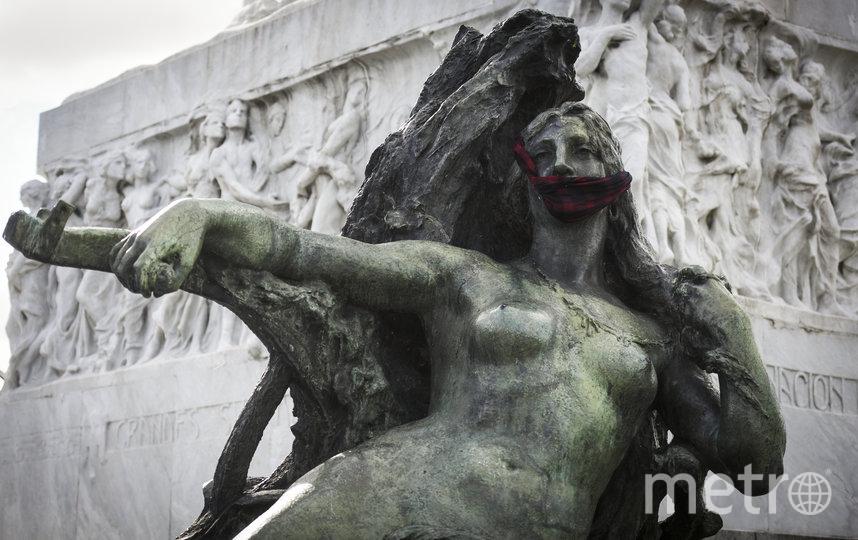 Буэнос-Айрес, Аргентина. С 15 апреля в городе обязательно ношение масок в общественных закрытых помещениях. Также жителям рекомендовано носить их и на открытых пространствах. Фото Getty