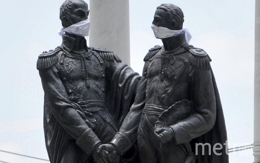 Памятник Симону Боливару и Хосе де Сан-Мартину. Гуаякиле, Эквадор. Фото AFP