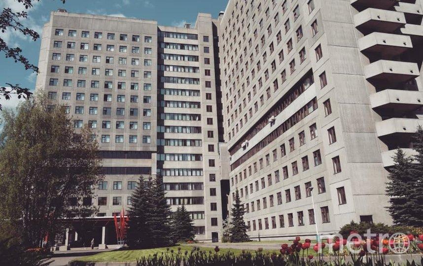 Старинский работал в госпитале для ветеранов войн № 3. В нём подтвердили, что врач скончался. Фото страничка госпиталя в Facebook