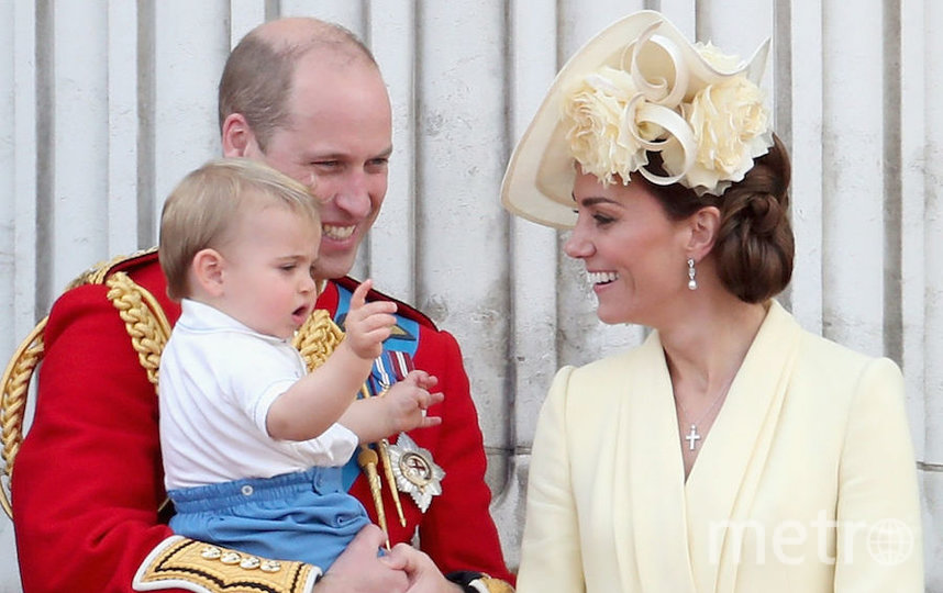Принц Луи в окружении семьи на параде. Фото Getty