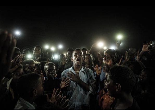 Фотография года по версии жюри конкурса World Press Photo 2020. Ясуеси Тиба. Антиправительственная акция протеста в городе Хартум, Судан. Июнь 2019 года. Фото Instagram World Press Photo