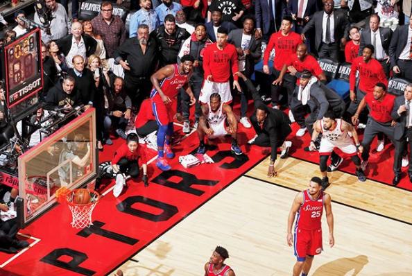 """1-е место в категории """"Спорт"""". Марк Блинч. Команды Торонто Рэпторс и Филадельфии 76 в полуфинале NBA в Торонто, Канада. Июнь, 2019. Фото Instagram World Press Photo"""