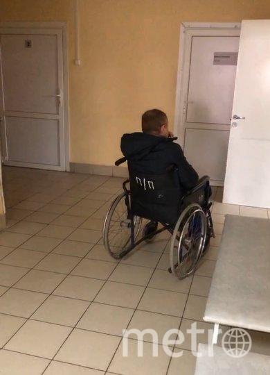 """По словам девушки, пациента из """"чистого"""" корпуса больницы доставили в корпус, закрытый на карантин, с которым маршрутизация запрещена, без средств защиты. Фото Ксения Меньчикова"""
