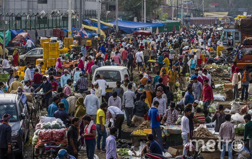Обычное число посетителей местного рынка. Фото Getty