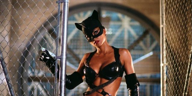 """Кадр из фильма """"Женщина-кошка""""."""
