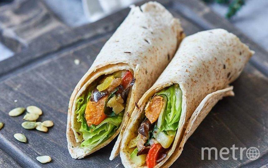 "Vegan сендвич-ролл с печёными овощами. Фото www.instagram.com/gorodsad/, ""Metro"""