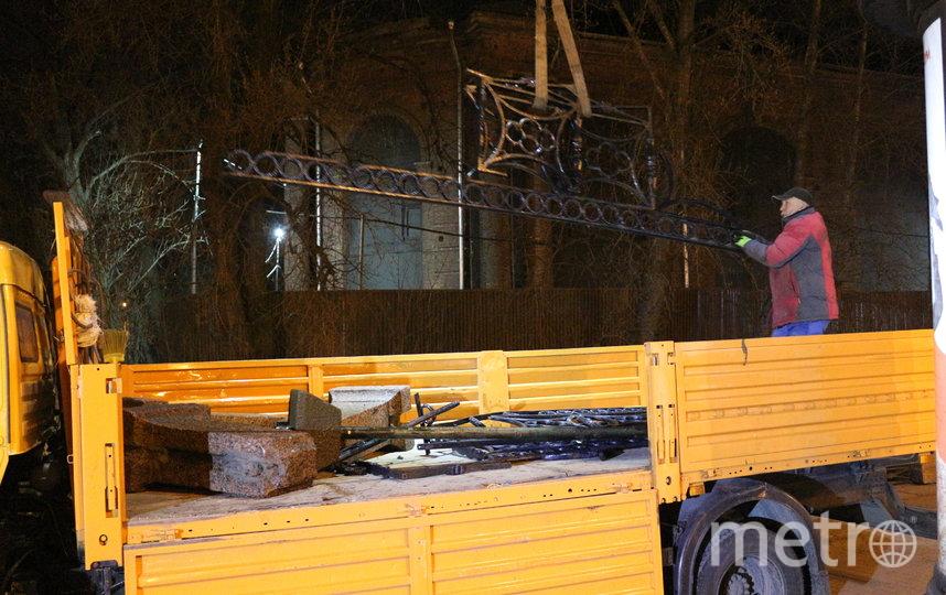 Фрагменты ограждения достали из реки. Фото Мостотрест, mostotrest-spb.ru