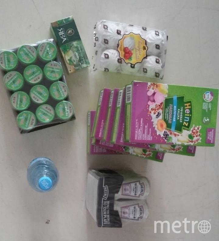Набор продуктов от районной администрации. Фото vk.com/primor_spb, vk.com