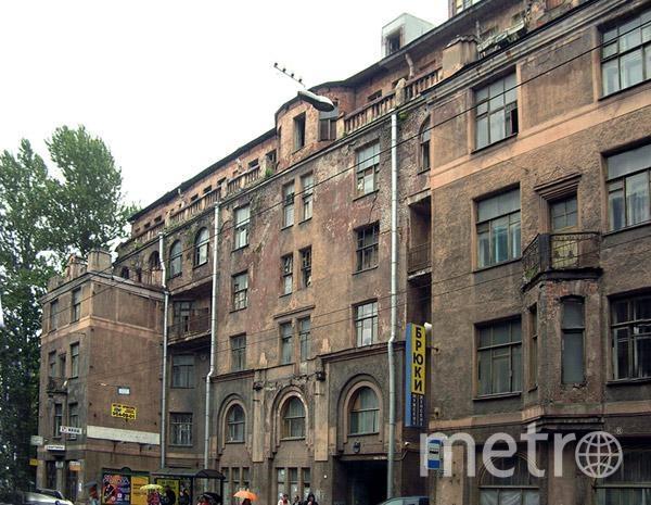 Дом Басевича сейчас затянут техническим зелёным полотном – он неоднократно горел. Фото http://www.citywalls.ru