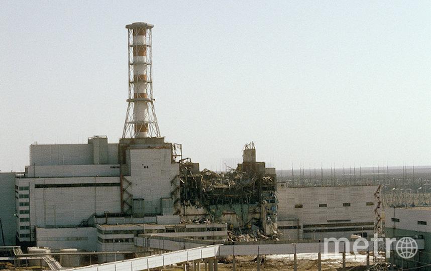 Вид на Чернобыльскую АЭС со стороны четвертого реактора, 29 апреля 1986 года. Фото РИА Новости