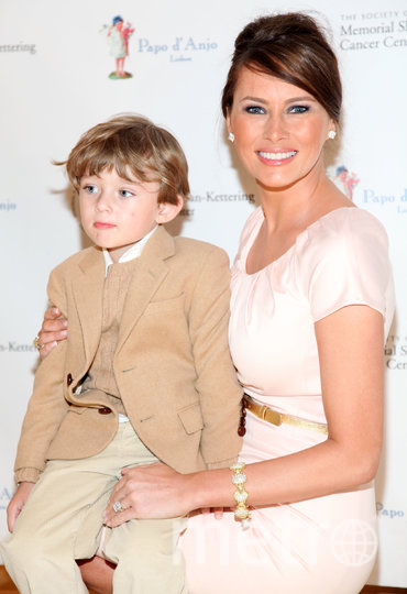 Мелания Трамп с сыном Бэрроном, 2009 год. Фото Getty