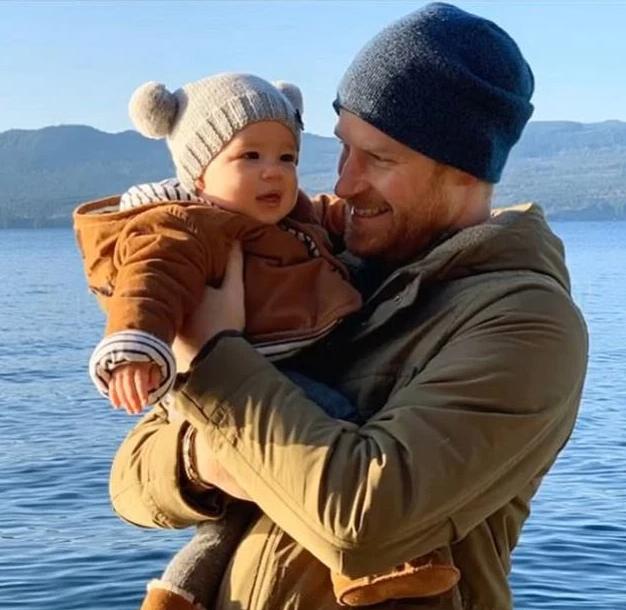 Принц Гарри с сыном Арчи. Фото Instagram @sussexroyal