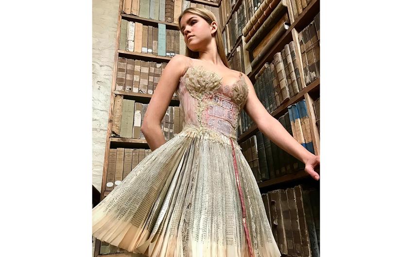 """""""Книжное"""" платье. Фото instagram.com/sylviefaconcreatricefrance"""