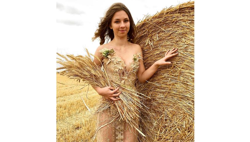 Соломенное платье. Фото instagram.com/sylviefaconcreatricefrance