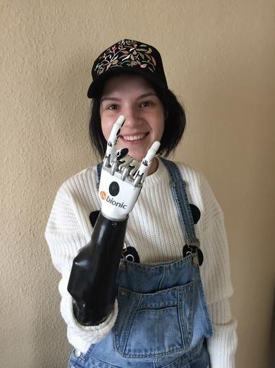 """Рита подарила теледиве свою книгу """"Счастлива без рук"""". Фото instagram @margoritka1211"""