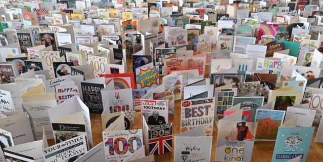 Том Мур получил 125 тысяч поздравительных открыток.