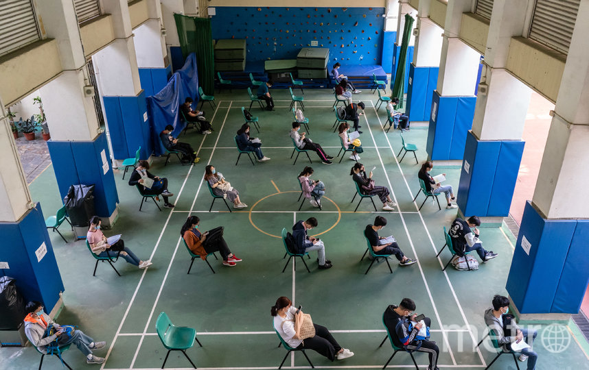 Школьники готовятся к пробным экзаменам. Фото Getty