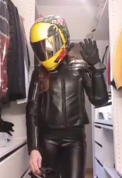 Мотоциклистки запустили новый челлендж. Фото Скриншот Instagram @vinny990