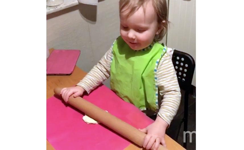 Дайте ребёнку небольшой кусочек и пусть приготовит свою личную пиццу. Фото instagram.com/bella_donnna