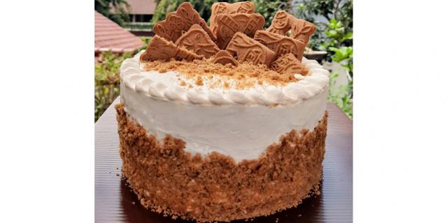 Торт из печенья со сметанным кремом можно сделать не только для себя, но и на продажу.