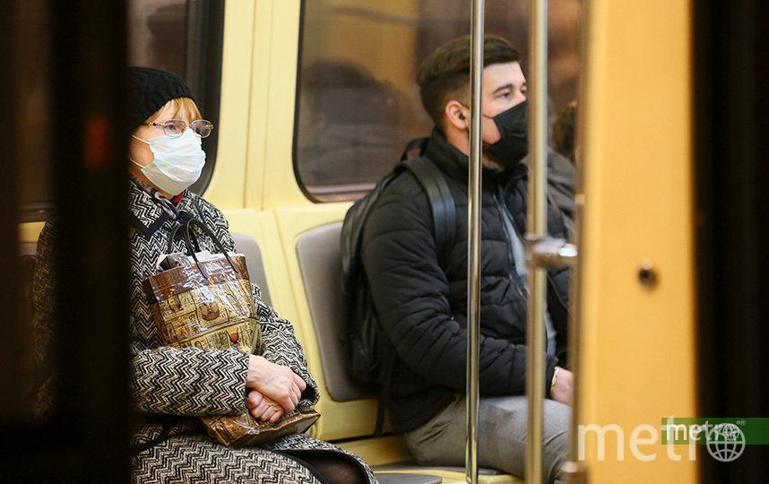 Пассажиры столичной подземки смогут приобрести медицинские маски в на станциях Московского метрополитена. Фото Василий Кузьмичёнок