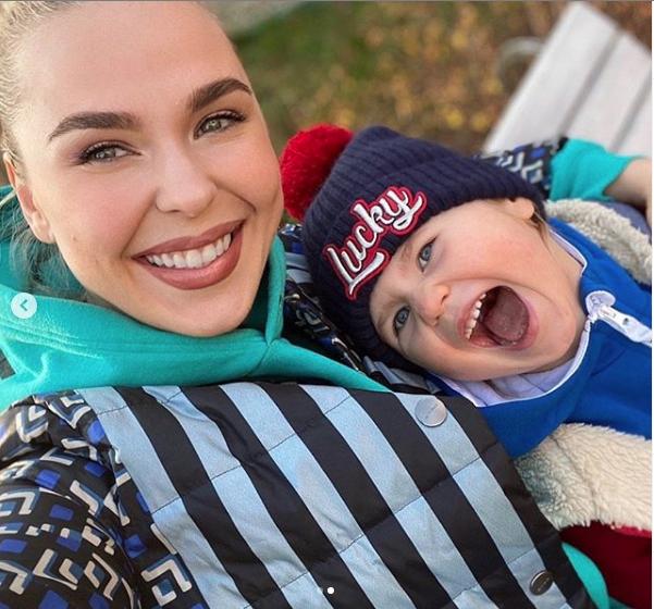 Пелагея с дочкой. Фото https://www.instagram.com/pelageya_insta/