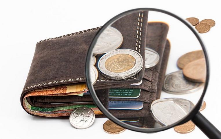 Деньги должны начисляться по тому же принципу, что и в апреле. Фото Pixabay
