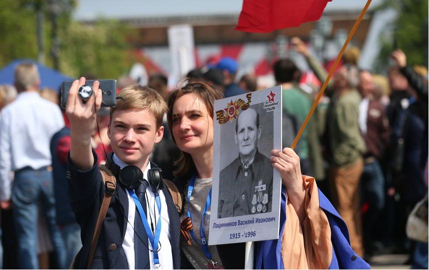 """Акция """"Бессмертный полк"""" горячо любима россиянами. Фото Василий Кузьмичёнок"""