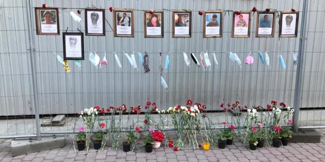 Мемориал медикам, умершим во время пандемии COVID-19 в Санкт-Петербурге.