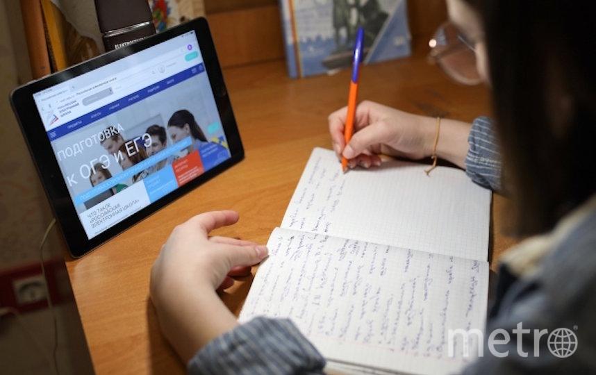 Из-за пандемии школьники перешли на дистанционное обучение. Фото РИА Новости
