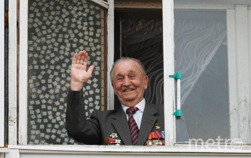 "За подготовкой парада Валентин Михайлович наблюдал со своего балкона. Фото Алена Бобрович, ""Metro"""