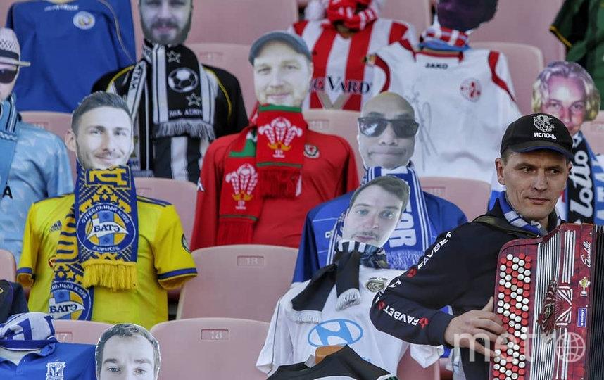 """Болельщики брестского """"Динамо"""" также создали картонные копии. Фото скриншот @dynamobrest"""