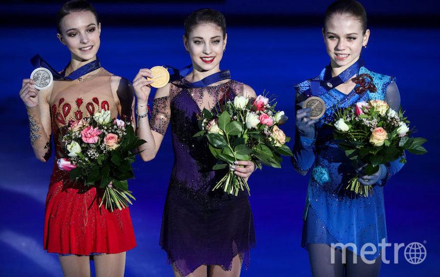 Александра Трусова с подругами по команде Тутберидзе Алёной Косторной (в центре) и Анной Щербаковой (слева). Фото Getty
