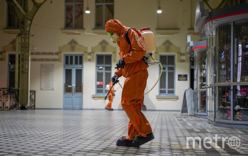 Обработка Витебского вокзала. Фото Предоставлено пресс-службой МЧС Санкт-Петербурга