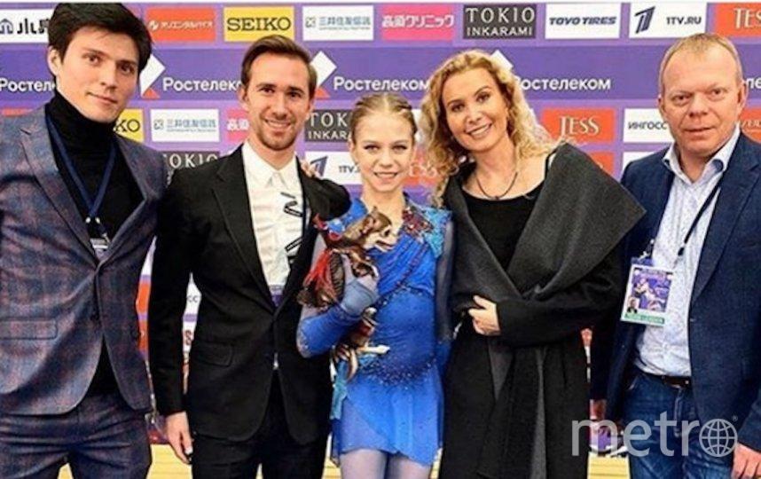 Александра Трусова с тренерским штабом группы Этери Ттуберидзе. Фото Instagram @tutberidze.eteri
