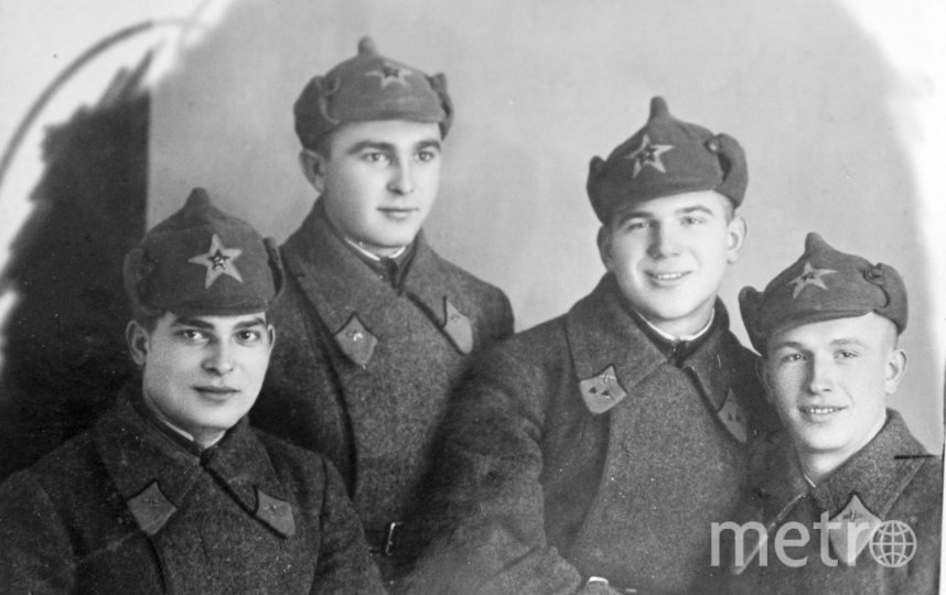 """Конец 1930-х. Николай Коломейченко (второй справа) с однокурсниками. Фото из личного архива Галины Жилиной, """"Metro"""""""