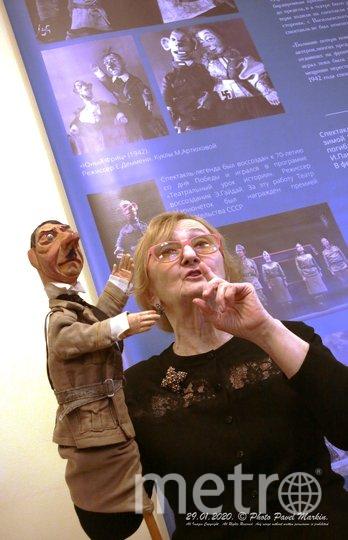 """Фаина Костина с марионеткой Гитлера. Фото Театра марионеток им. Евгения Деммени, """"Metro"""""""