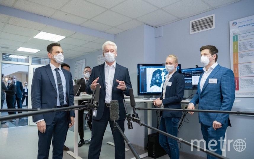 Мэр Москвы Сергей Собянин (второй слева) во время посещения Московского референс-центра лучевой диагностики. Фото РИА Новости