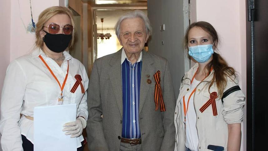 Волонтеры не оставляют в беде пожилых людей. Фото instagram.com/volmedic.55