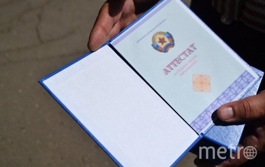 Аттестаты об окончании школы в этом году могут выдать без ЕГЭ. Фото РИА Новости
