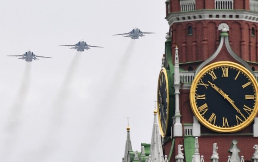 Москвичи смогут посмотреть с балконов пролёт авиации и праздничный салют. Фото РИА Новости