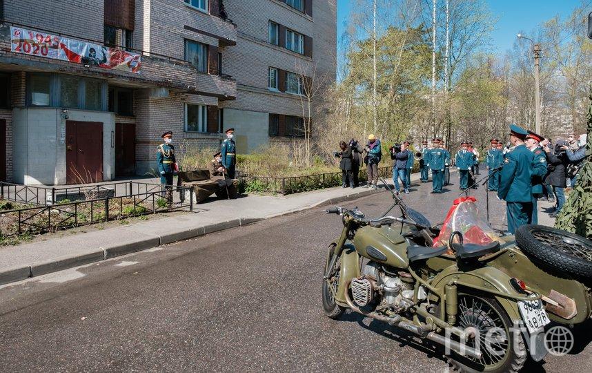 """Парад для ветерана в Сестрорецке. Фото Алены Бобрович, """"Metro"""""""