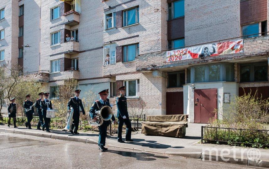 """Перед началом поздравления двор продезинфицировали. Фото Алены Бобрович, """"Metro"""""""