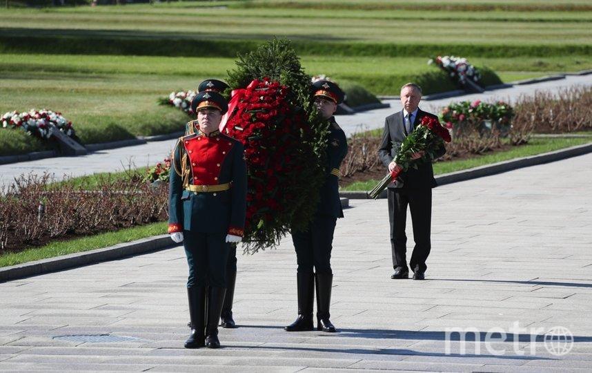 Александр Беглов 8 мая возложил цветы к монументу «Мать-Родина» на Пискаревском кладбище. Фото https://www.gov.spb.ru