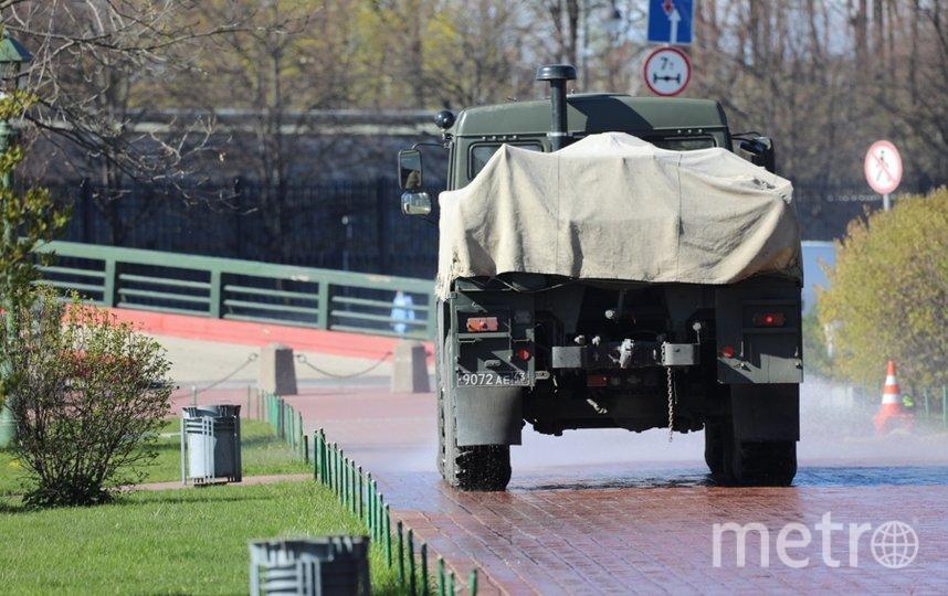 """Военные обработали дезинфицирующими растворами две площадки, где дадут салют в Петербурге. Фото предоставлено пресс-службой ЗВО, """"Metro"""""""