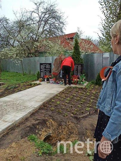 """9 мая к новому мемориалу несли цветы. Фото Предоставлено МАДОУ детский сад №20 """"Щелкунчик"""""""