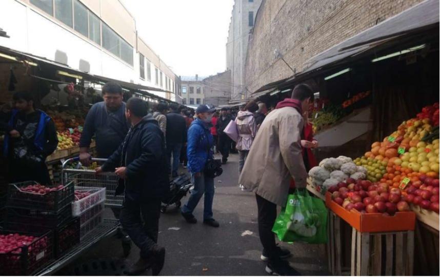 """Сенной рынок несколько дней назад. Фото """"Metro"""""""