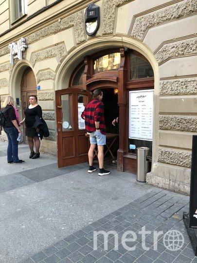 """Из редких посетителей Рубинштейна реально заказывают еду едва ли двое из десяти. Фото Карина Тепанян, """"Metro"""""""
